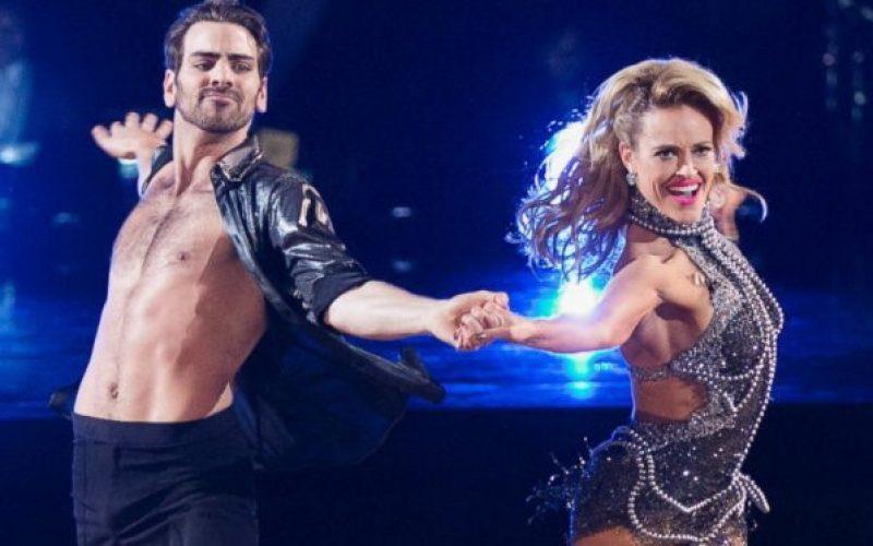 SIÊU MẪU KHIẾM THÍNH ĐOẠT GIẢI NHẤT DANCING WITH THE STARS